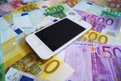 Eine Handyversicherung für das Smartphone ist im Urlaub wichtig